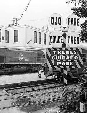 Ojo, pare, cruce, tren